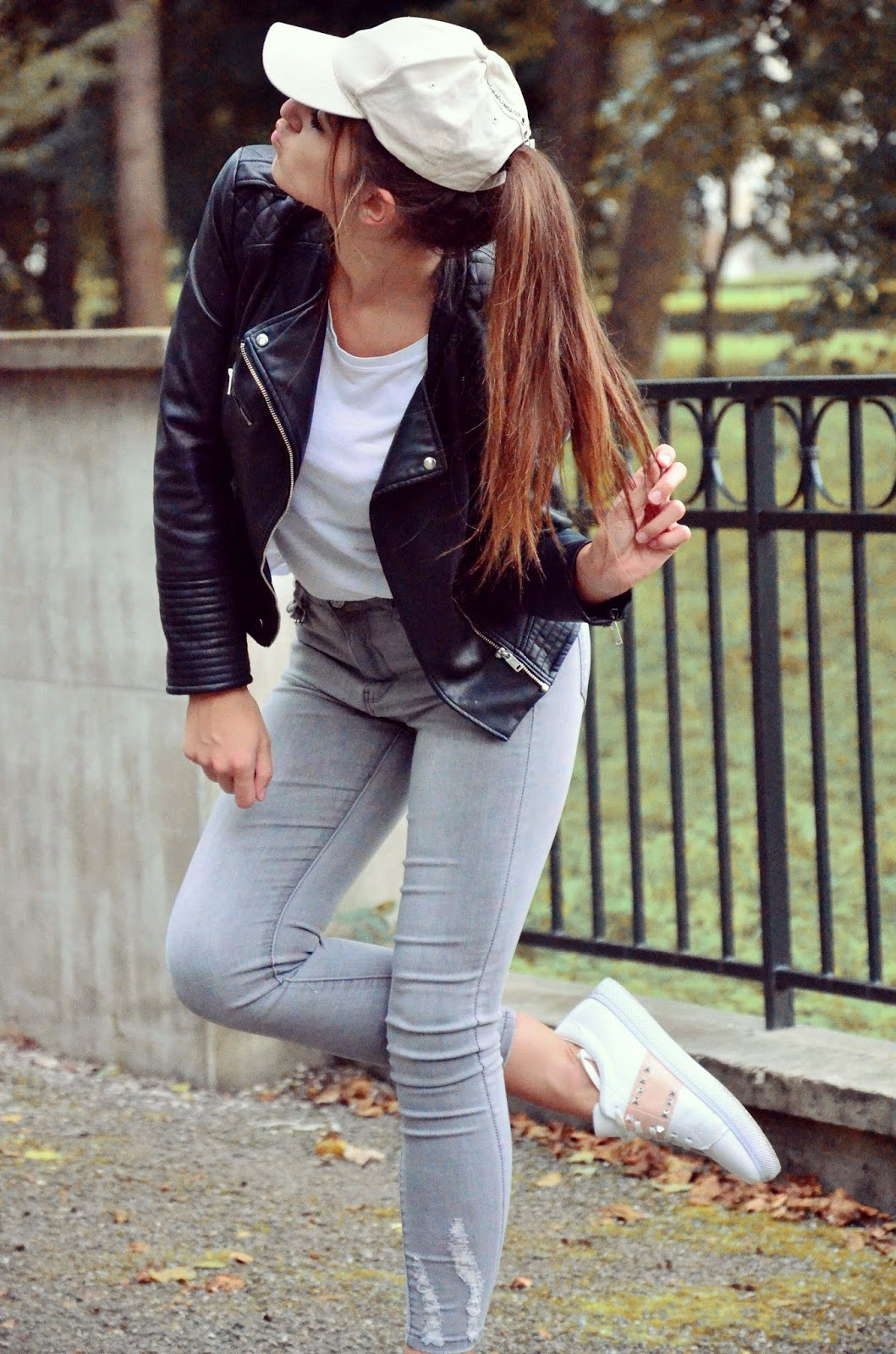 WHITE & BLACK, SPORTY OOTD