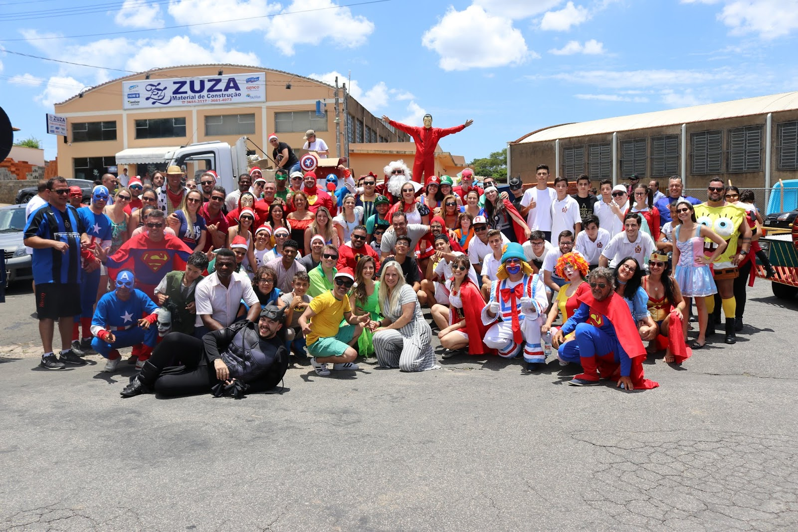 Grupo de voluntários preparam a maior parada de Natal para Espirito Santo do Pinhal