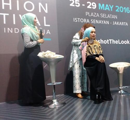 tutorial_hijab_aidijuma_bawal_scarf