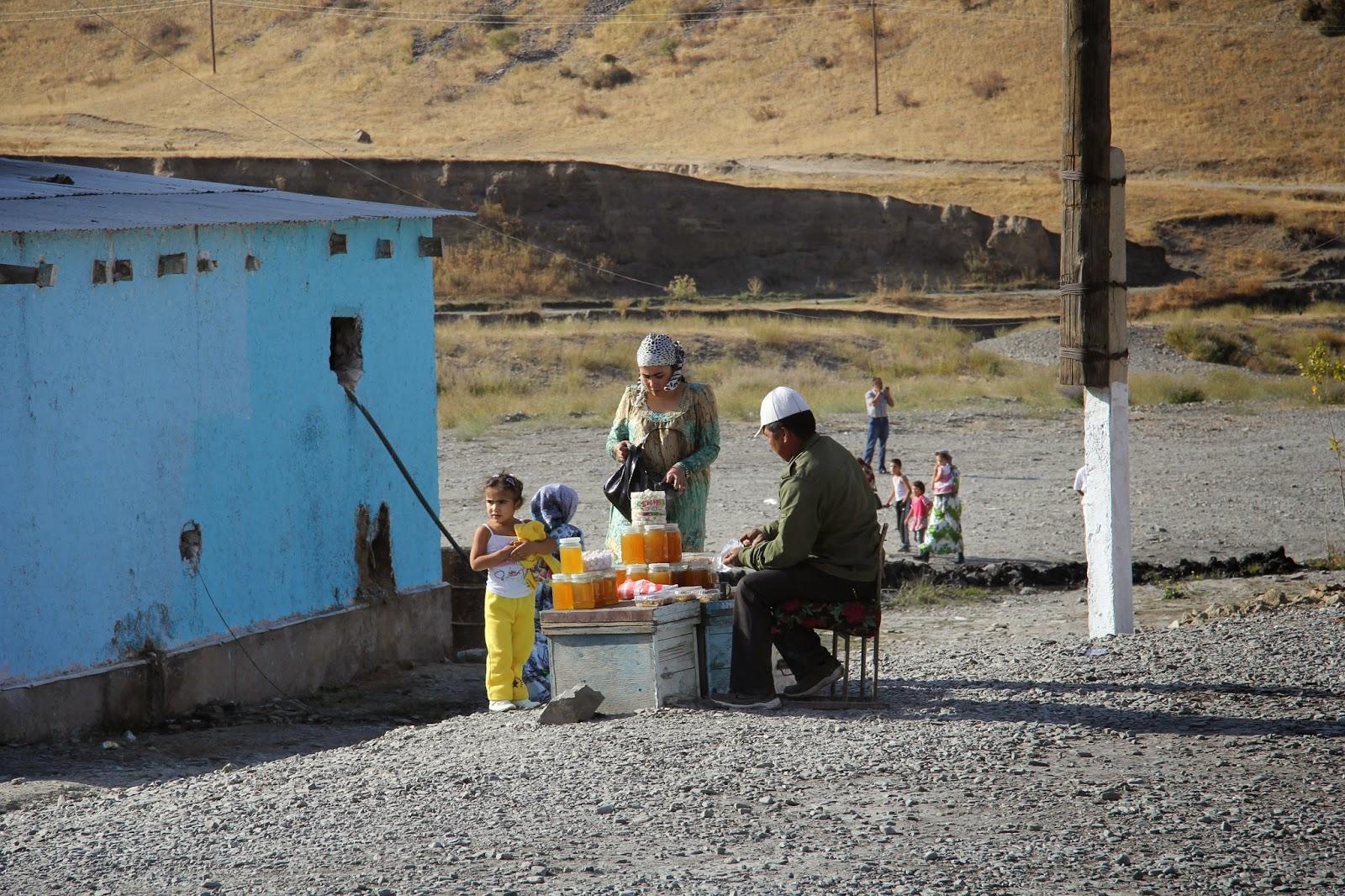 Tadjikistan, Khodjent, M34, © L. Gigout, 2012