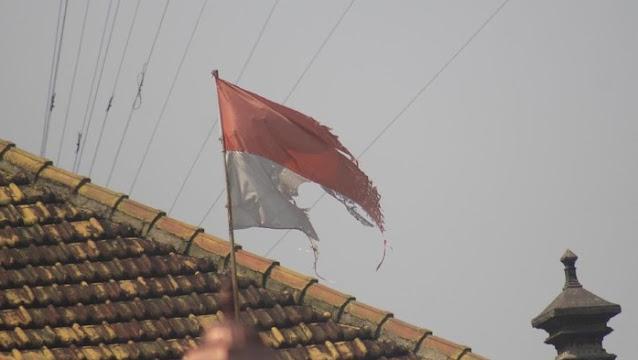 RKUHP: Mengibarkan Bendera Merah Putih Luntur, Kusut atau Kusam Didenda Rp10 Juta