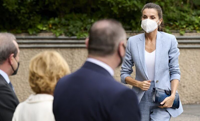 Queen Letizia wore a new blue linen suit (Blazer and trousers) from Adolfo Dominguez - 2020 Spring Summer collection