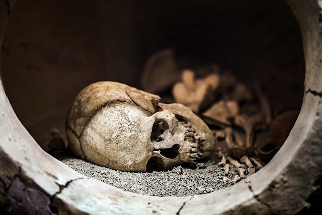 Η ιστορία ενός σκελετού «βαμπίρ» που βρέθηκε με καρφωμένο πόδι