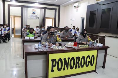KAPOLRES PONOROGO BESERTA PJU IKUTI MEETING ZOOM TERKAIT LAYANAN DARURAT ATAU HOTLINE 110 OLEH WAKAPOLDA JATIM