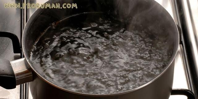 menggunakan air panas