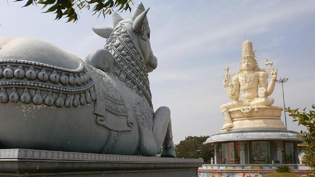 हर शिव मंदिर में क्यों होती है नंदी प्रतिमा, जानिए इसके पीछे की असली वजह