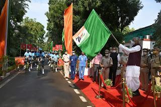 fagu-chauhan-flag-hoist-to-bycycle-rally