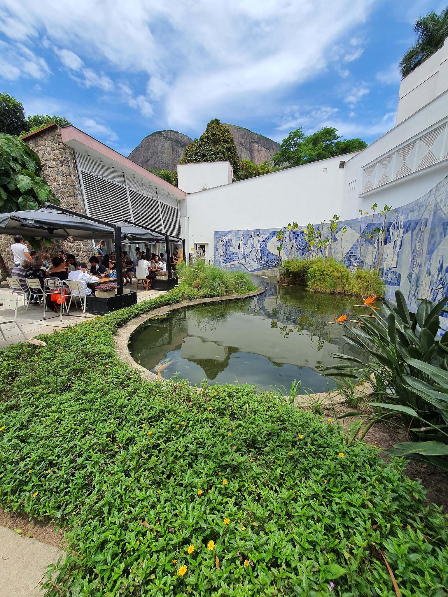 Café da manhã no Instituto Moreira Salles no Rio de Janeiro.