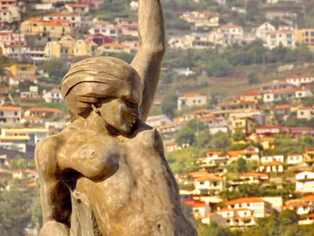a estátua que simboliza a Autonomia