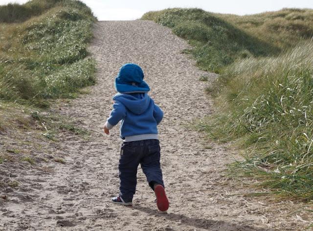 Ich erzähle Euch auf Küstenkidsunterwegs, warum wir so gerne Familienurlaub in Dänemark machen! Da gibt's einige richtig tolle Gründe, denn in unserem dänischen Nachbarland kann man in den Ferien mit seinen Kindern und als Familie viel erleben.