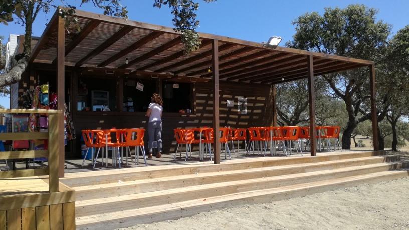 Café/Bar com esplanada da Praia Fluvial de Mourão