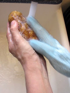 Washing potatoes is such a pain...until you know this trick to make scrubbing LOTS of potatoes easy and fun. You won't believe how easy it is!