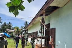 Satgas Pamrahwan Yonif 756/WMS Renovasi Balai Kampung Soba