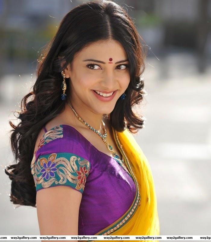 Shruthi Hassan In saree latest romantic gallery