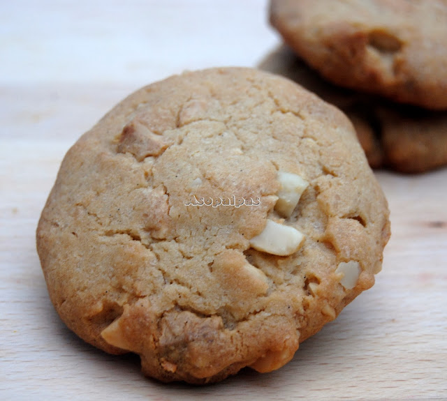 Galletas de Chocolate Blanco y Nueces de Macadamia