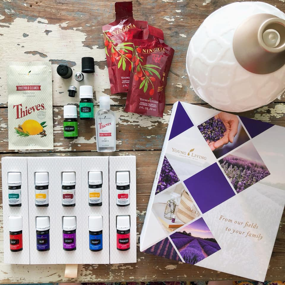 100 ways to use your Young Living Starter Kit essential oils. Lemon, peppermint, digize, lavender, stress away, panaway, frankincense, citrus fresh,  peace & calming, valor, raven, and thieves essential oils.