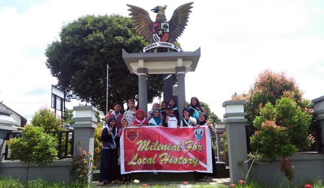 SCS SMAGA mengunjungi tugu dan monumen bersejarah
