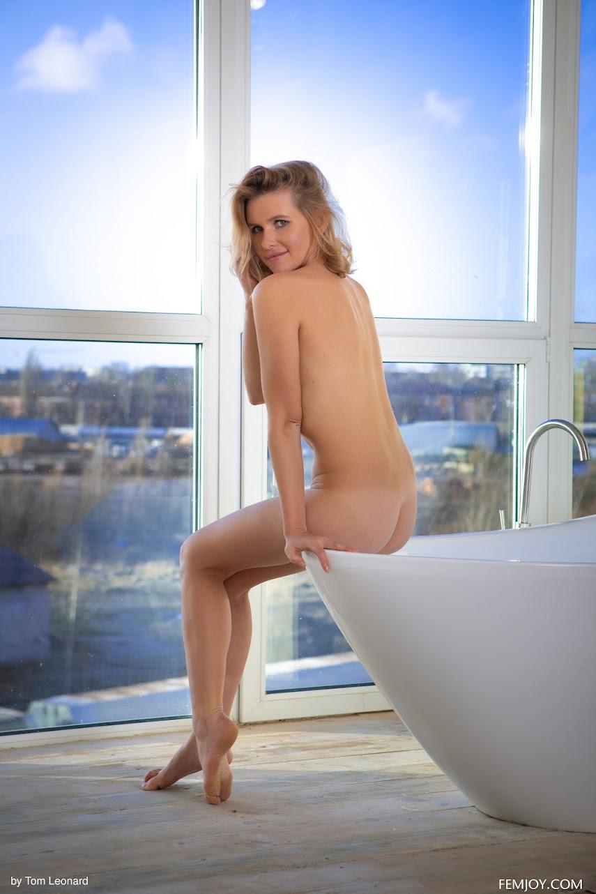 1296993083 [FemJoy] Amber Pearl - Cozy