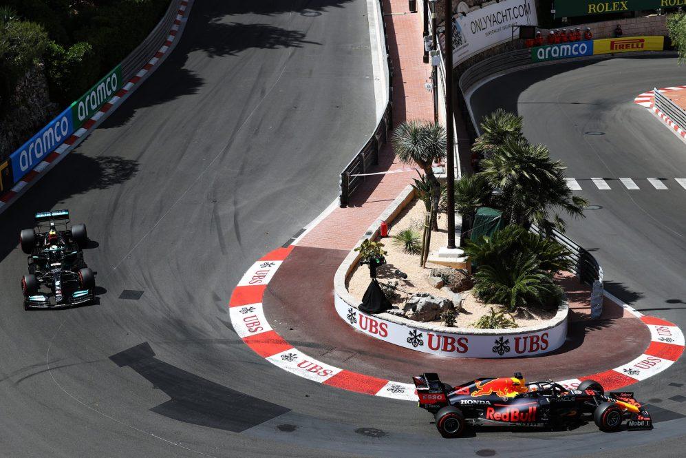 Mônaco viu Mercedes lutar, Hamilton terminando P7 e Bottas se aposentando graças a um pit stop mal sucedido