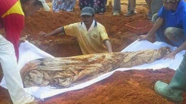 Penolakan Pemakaman Pelaku Bom Bunuh Diri Mengingatkan Kisah Jenazah yang Ditolak Bumi