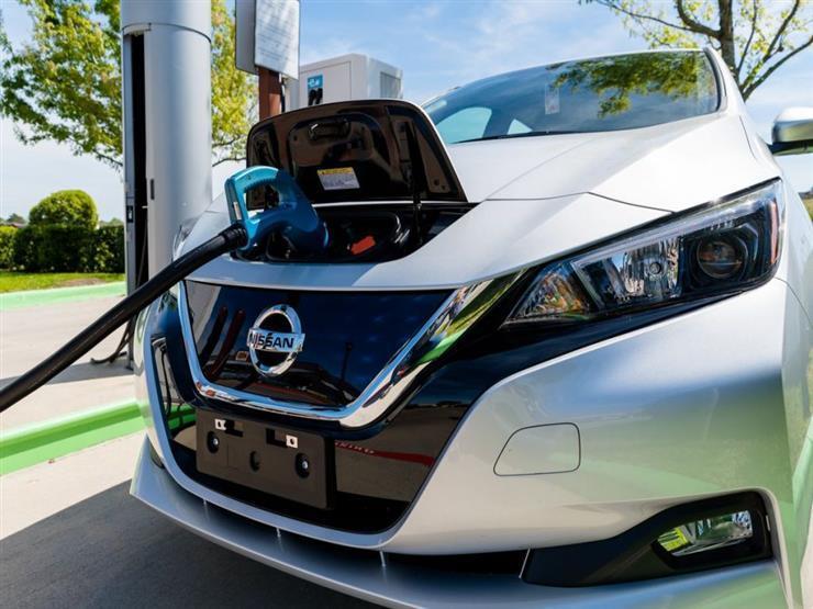 شحن سيارة نيسان كهربائية