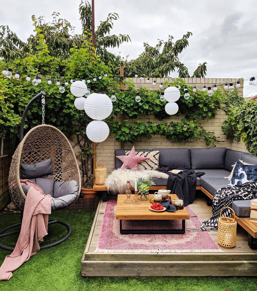 Przytulne wnętrze z intensywnymi akcentami, wystrój wnętrz, wnętrza, urządzanie domu, dekoracje wnętrz, aranżacja wnętrz, inspiracje wnętrz,interior design , dom i wnętrze, aranżacja mieszkania, modne wnętrza, weranda, ogród, salon w ogrodzie