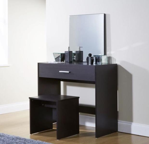 model meja rias minimalis paling banyak diminati