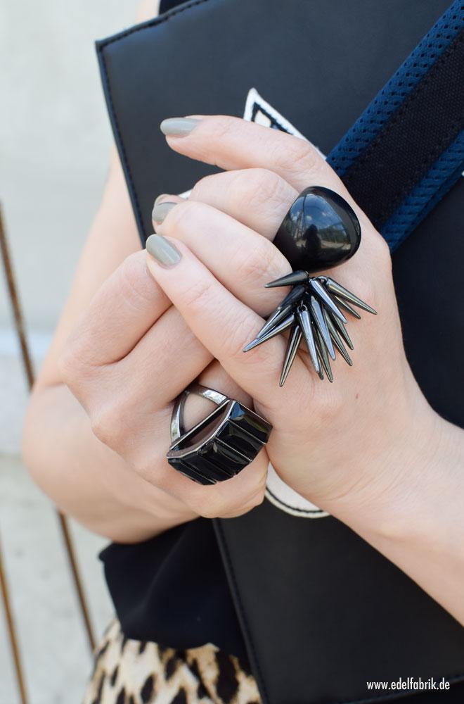 Riinge mit schwarzen Steinen, schwarzer Schmuck