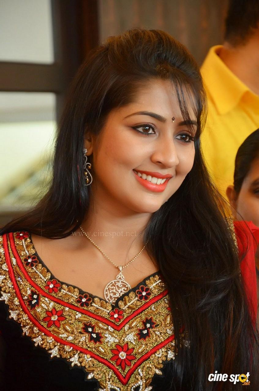 Navya Nair Nude Photos