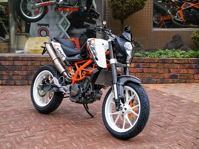racing caf ktm duke 125 by steve motorcycle supply. Black Bedroom Furniture Sets. Home Design Ideas