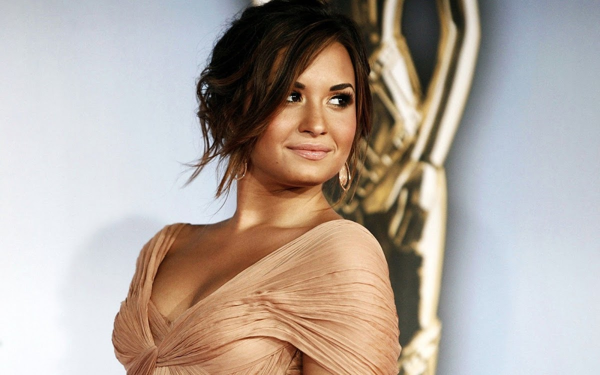 Demi Lovato Widescreen HD Wallpaper 3