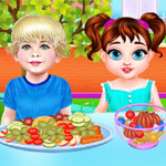 لعبة الطفل تايلور يتعلم آداب تناول الطعام
