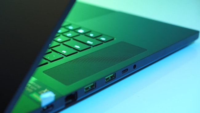 Razer Blade Pro 17 gaming laptop has 2 top-front firing speakers placed at the left and right sides of the keyboard