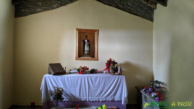 Interior de la Capilla de San Cipriano, Cangas del Narcea