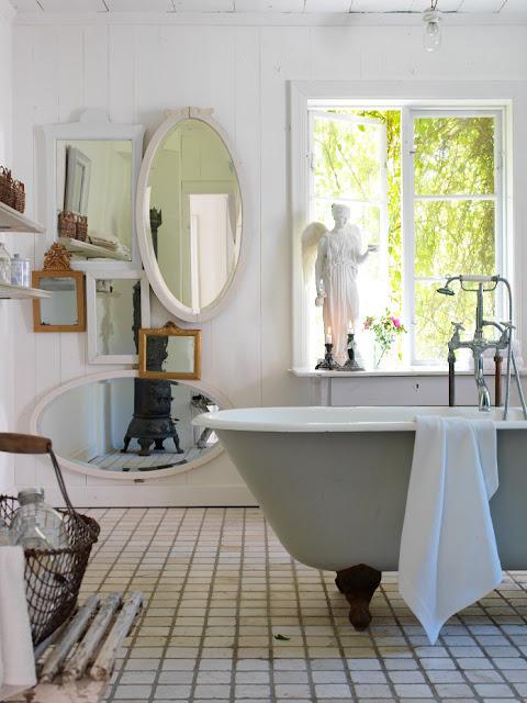sanitarios lo ideal es reciclar alguna pieza antigua o a muebles decapados o patinados una bacha y una griferia antigua o con ese estilo