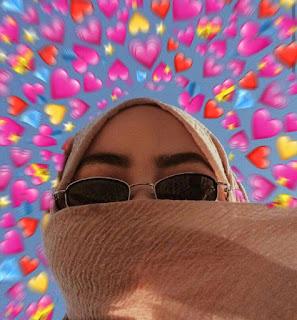 Cara Edit Foto Emoji Background Love Diatas Kepala - halo 3xploi7er, pada artikel kali ini kami ingin memberikan sebuah tutorial kepada kalian semua yaitu cara edit foto Emoji background love diatas kepala.
