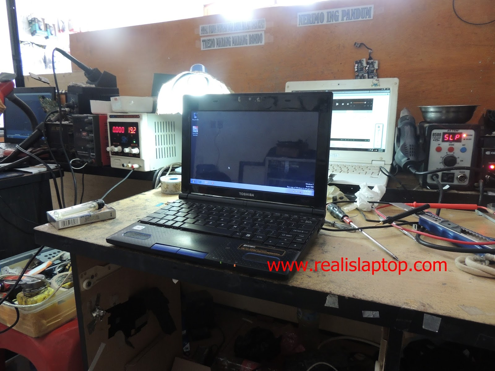 Service Laptop Toshiba NB520 Power Down