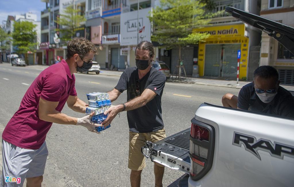 Người nước ngoài 'trả ơn' Đà Nẵng