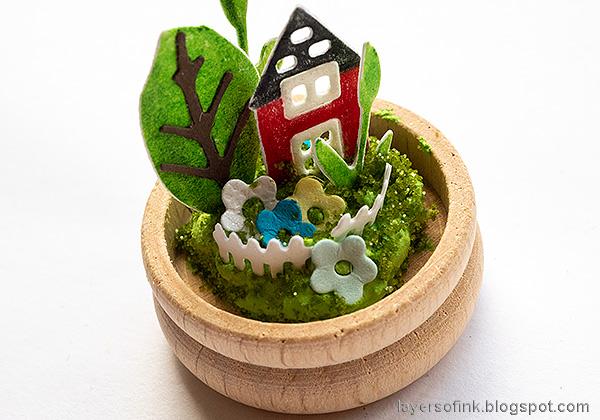 Layers of ink - Summer Garden Miniature Globe Tutorial by Anna-Karin Evaldsson. Add rock candy glitter.