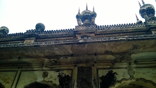 Pineapple shape stucco work of the paigah family tombs