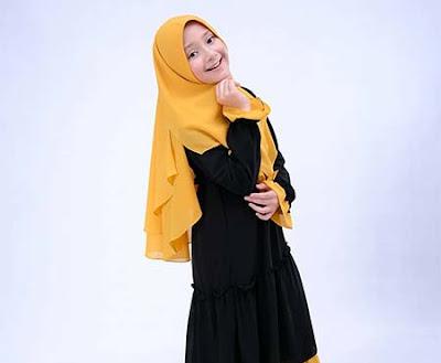 Jameelah Saleem Pakai Jilbab Kuning