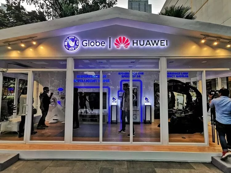 Huawei, Globe Launch 5G Glass Room in Bonifacio High Street Amphitheater