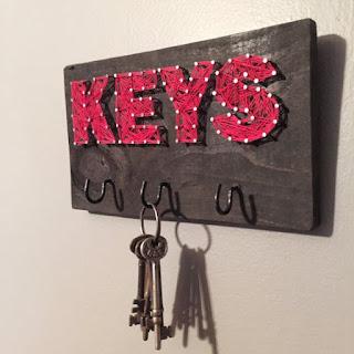 porta chiavi in string art con scritta key