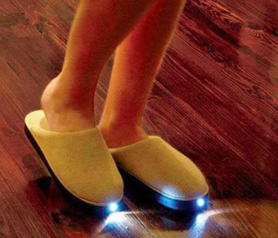 Hausschuhe mit Taschenlampe lustiger Spass am Fuss