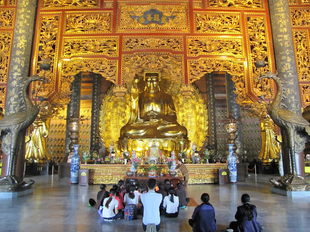 giant buddha statue bia dinh pagoda ninh binh vietnam