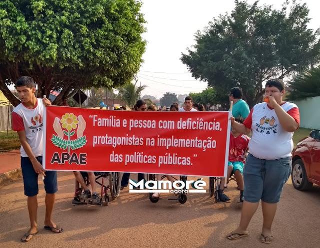 """PASSEATA PELA SEMANA DA """"FAMÍLIA E PESSOA COM DEFICIÊNCIA, PROTAGONISTA NA IMPLEMENTAÇÃO DAS POLÍTICAS O PÚBLICAS"""" EM NOVA MAMORÉ"""