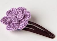 http://translate.googleusercontent.com/translate_c?depth=1&hl=es&rurl=translate.google.es&sl=en&tl=es&u=http://crocheterie.blogspot.com.es/2012/02/crochet-hair-clip-hat-and-flower-free.html&usg=ALkJrhhyHcdeChRpcceutzp-NPws65tRiw