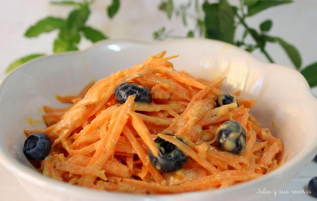 Ensalada de zanahorias y arándanos. Julia y sus recetas