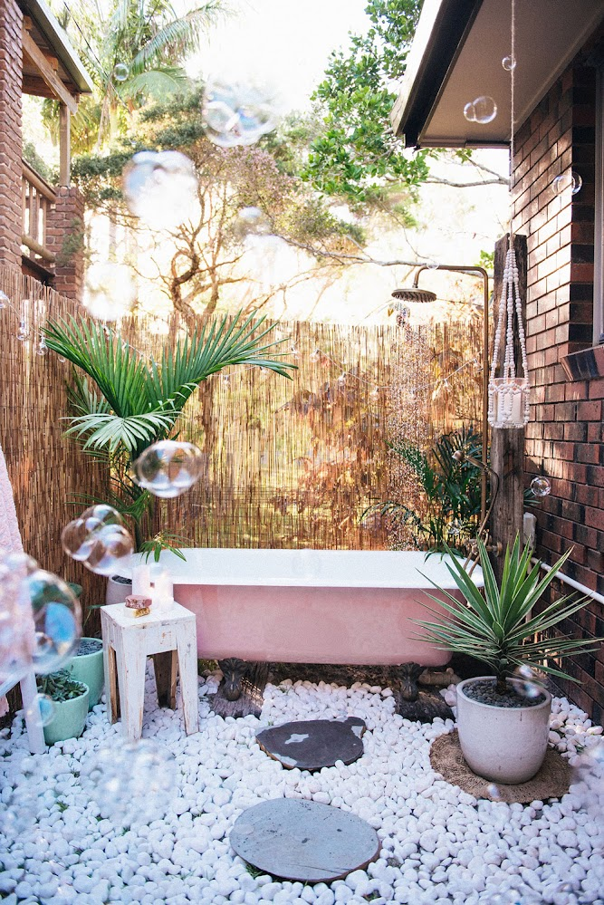 bath-among-pebbles-outside-shower-ideas