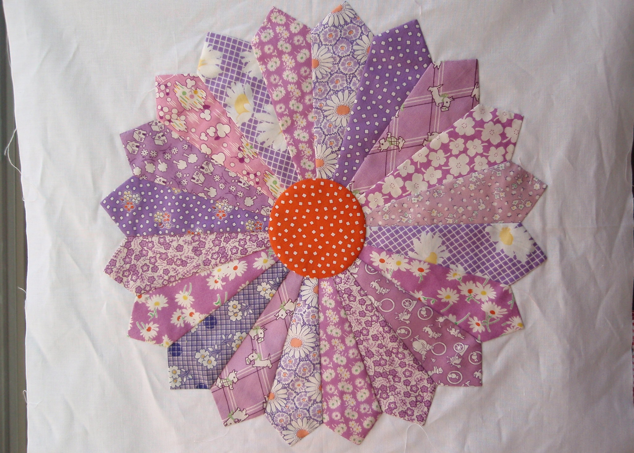 Dresden Plate Quilt Block Tutorial